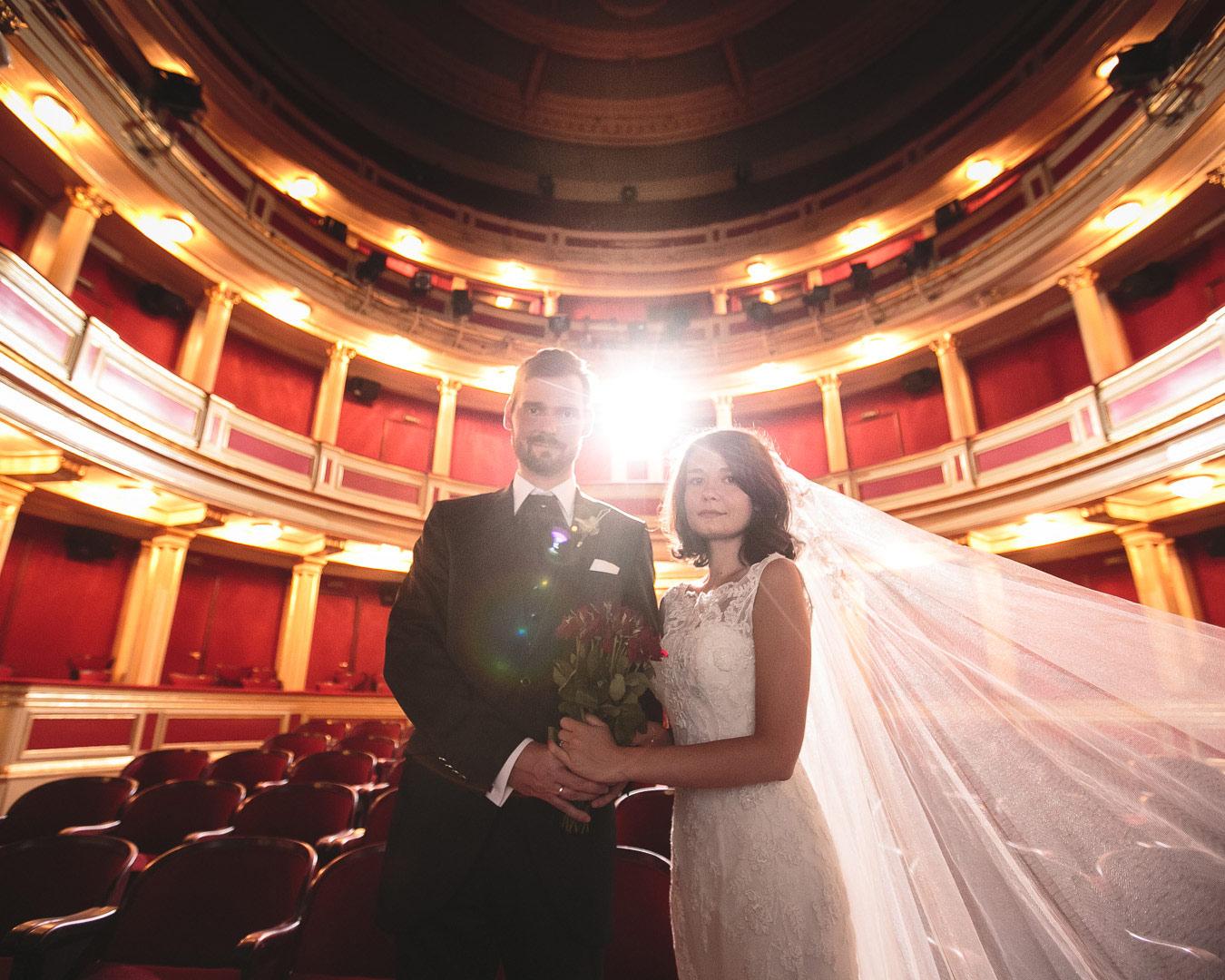 sesja ślubna w teatrze